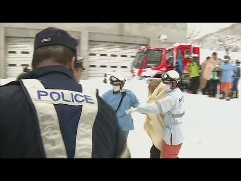 صوت الإمارات - بالفيديو  نجاة عائلة بعد قضائها ليلة وسط الثلوج أعلى الجبل