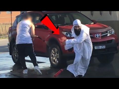 صوت الإمارات - بالفيديو  مقلب إرهابي بوضع قنبلة في الطريق