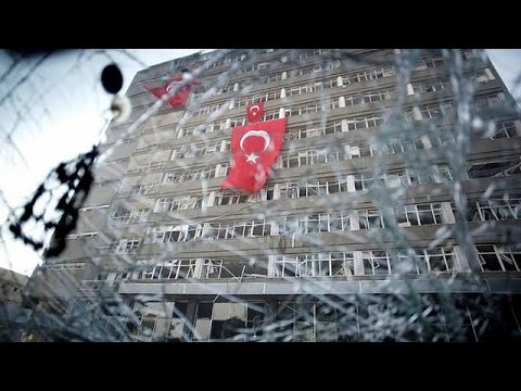 صوت الإمارات - شاهد  مذكرات اعتقال بحق عسكريين أتراك يستخدمون تطبيقًا للمراسلات السرية